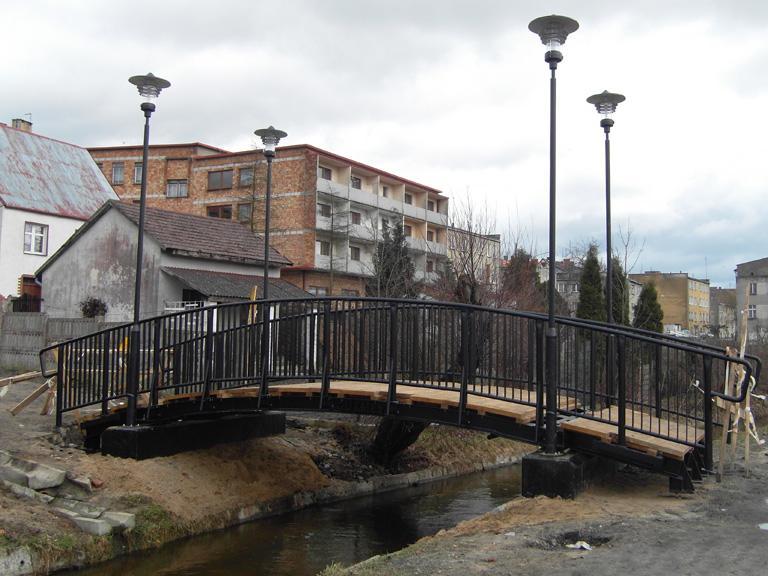 most nadrzeką